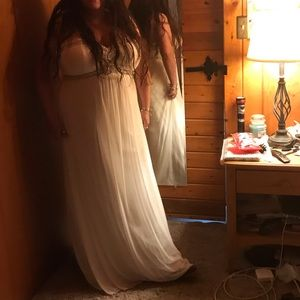 Size 16 David's Bridal wedding gown